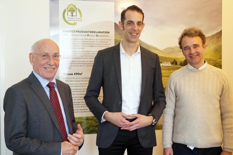 Christian Kemper von HOCHTIEF mit IBU-Präsident Prof. Horst Bossenmayer und dem SVR-Vorsitzenden Frank Werner